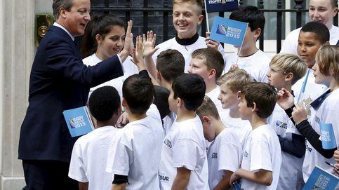 Cameron lleva a los padres a la escuela