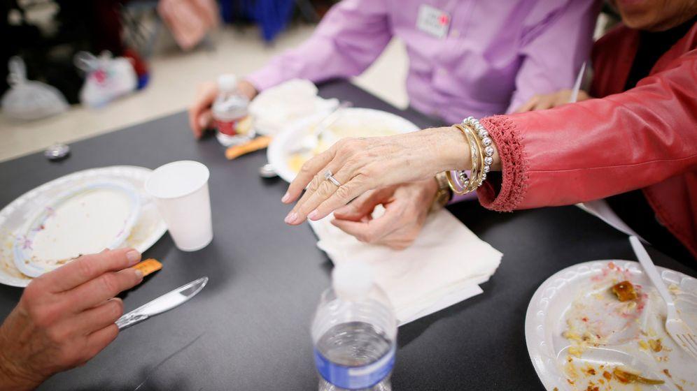 Foto: La alimentación de las personas mayores es muy importante para su día a día (Reuters/Lucy Nicholson)