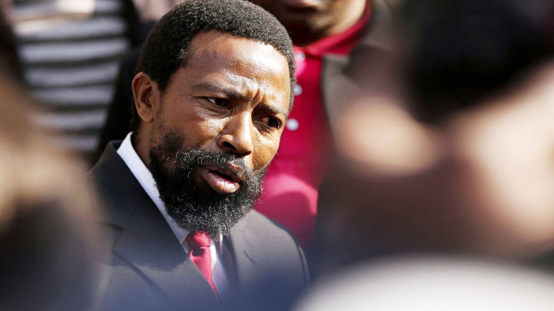 La insólita monarquía sudafricana: un rey dolido con su hijo y su amenaza con un hacha
