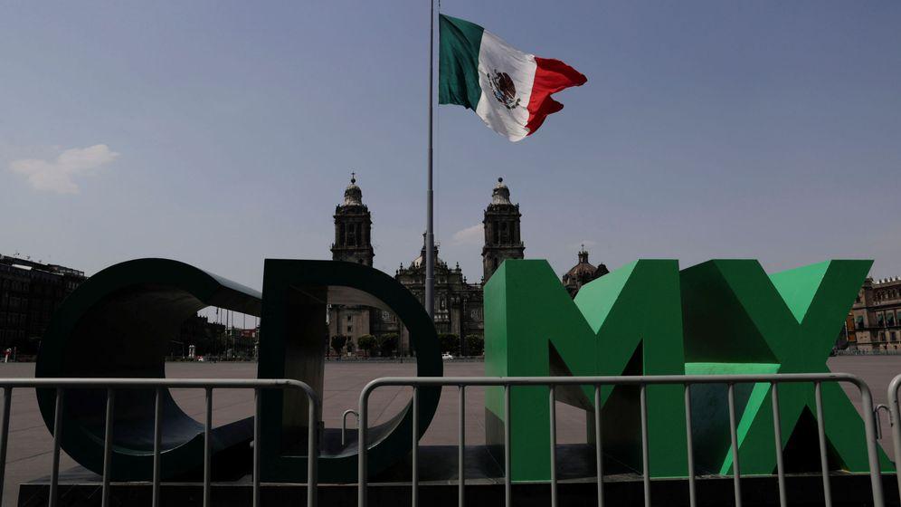 Foto: El Zócalo de Ciudad de México, cerrado por el coronavirus. (Reuters)