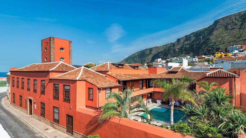 Date tu primer baño en Garachico: es un pueblo isleño precioso y con hoteles que te encantarán