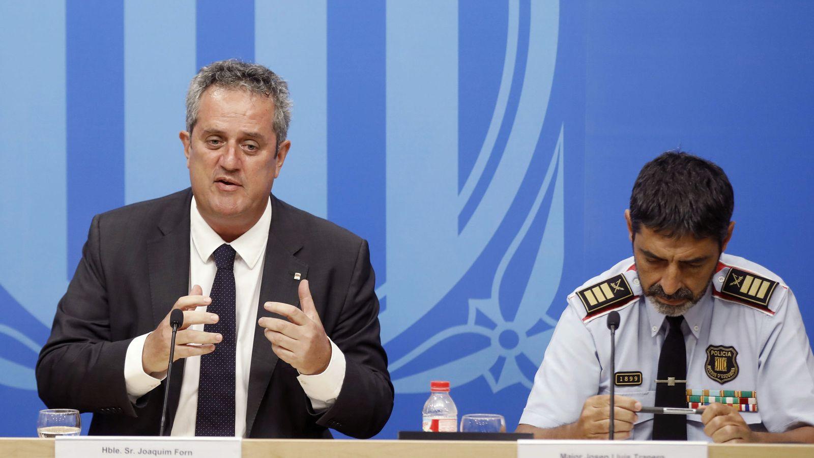 Foto: El 'conseller' de Interior, Joaquim Forn (i), junto al mayor de los Mossos d'Esquadra, Josep Lluís Trapero. (EFE)