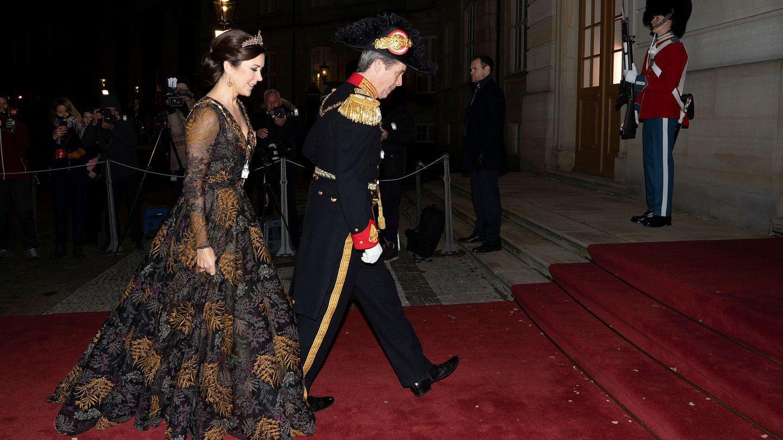 Federico y Mary, llegando a la cena de gala de Año Nuevo. (Reuters)