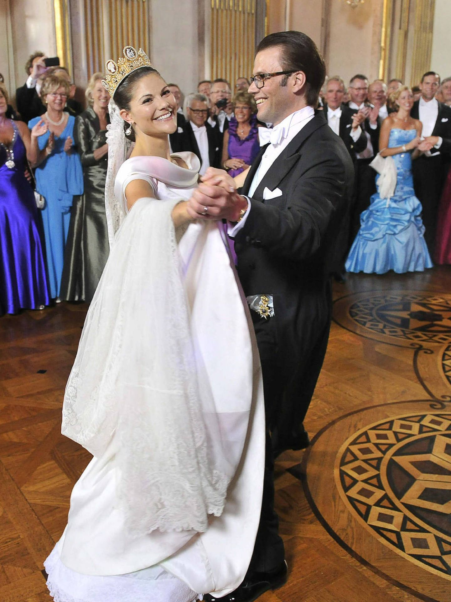 Victoria de Suecia, feliz en su boda. (EFE)