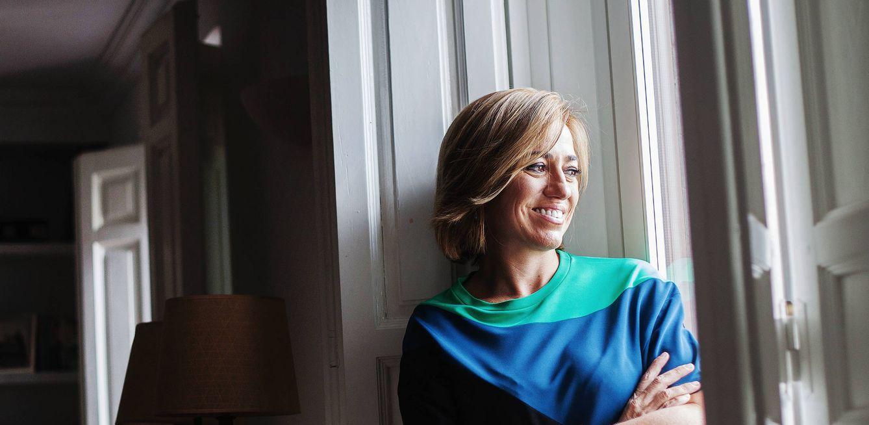 Foto: Carme Chacón, durante una entrevista en su casa con El Confidencial en 2015. (Enrique Villarino)