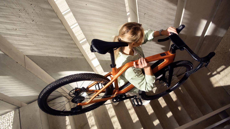 Gracias al cuadro de carbono se ha logrado un peso muy ligero. Y las bicicletas de Cyklaer podrán recibir actualizaciones remotas de sus funciones digitales.