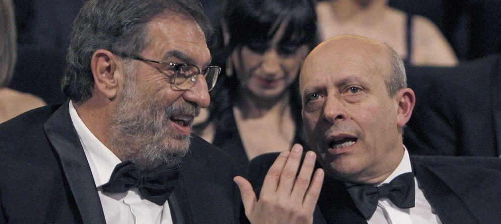Foto: Enrique González Macho habla con José Ignacio Wert en la gala de los Goya. (Efe)