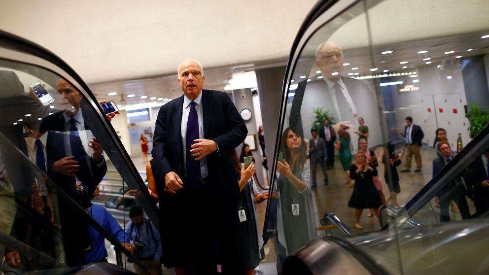 La venganza de John McCain, la piedra republicana en el zapato de Trump