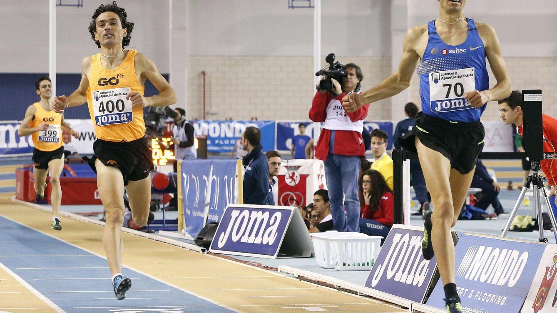 Foto: Jesús España y Adel Mechaal entrando en meta en el Campeonato de España de Atletismo (Efe).
