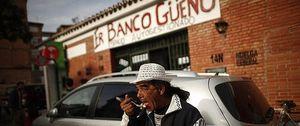"""Foto: Vecinos de Málaga crean """"Er Banco Güeno"""", un comedor en un antigua entidad financiera"""
