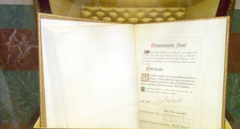 Foto: Ejemplar de la Constitución conservado en el Congreso de los Diputados. (http://es.wikipedia.org/)
