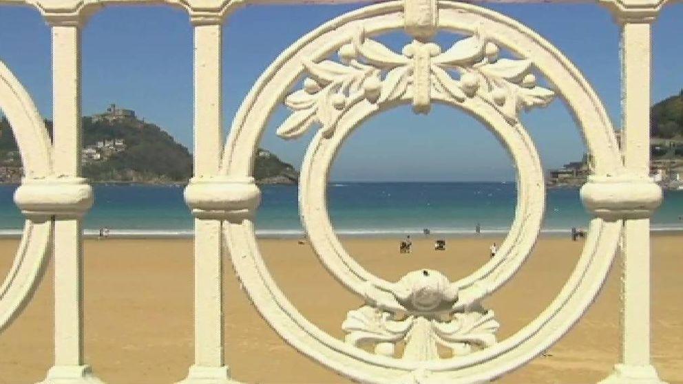 La mítica barandilla blanca de la playa de la Concha, en San Sebastián, cumple 100 años