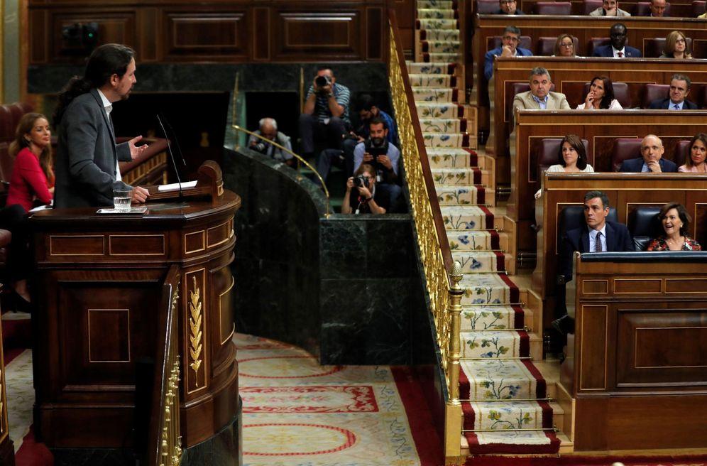 Foto: Pablo Iglesias, durante el debate de este 11 de septiembre en el pleno, con Pedro Sánchez en su escaño. (EFE)