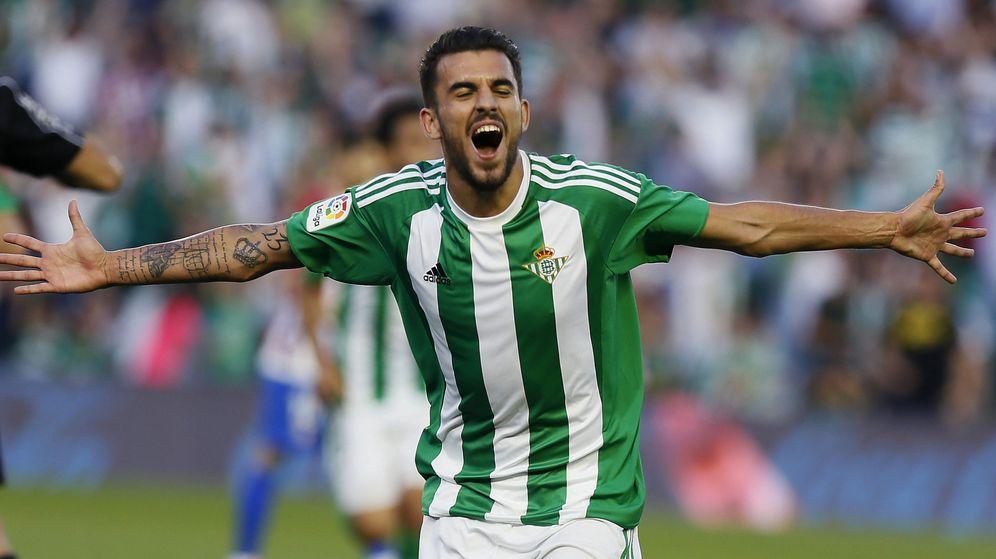 Foto: Ceballos celebrando su último gol con la camiseta del Betis en el Benito Villamarín. (EFE)