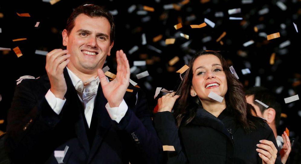 Foto:  Albert Rivera e Inés Arrimadas tras la victoria de las elecciones catalanas. (EFE)