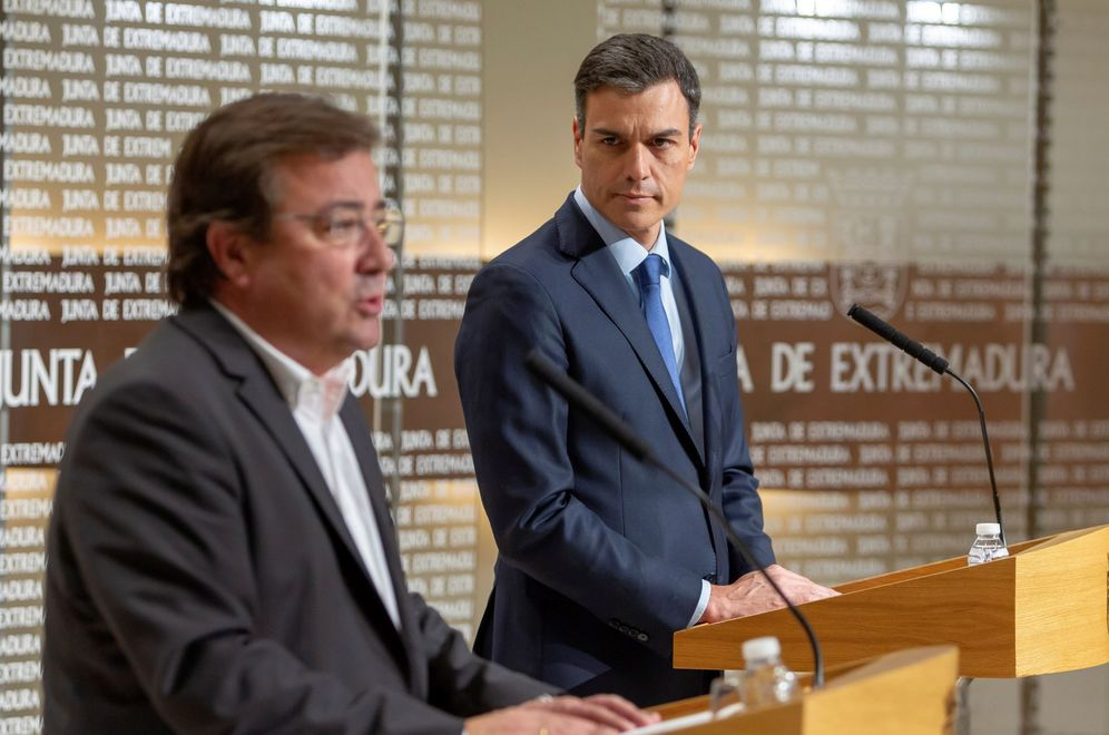 Foto: Pedro Sánchez, este 18 de mayo en Mérida con el presidente extremeño, el socialista Guillermo Fernández Vara. (EFE)