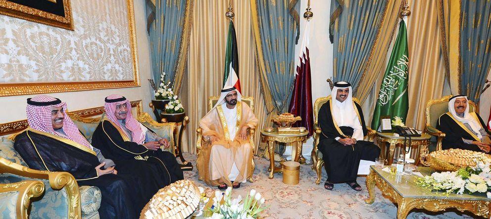 Foto: El emir de Qatar, rodeado de otros líderes árabes (Reuters)
