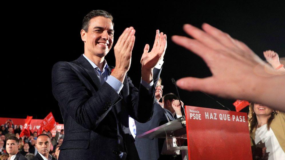 Foto: El presidente del Gobierno, Pedro Sánchez, tras intervenir en el acto de cierre de la campaña del PSOE. (EFE)