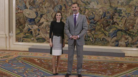 Letizia recupera la sonrisa perdida y estrena una falda de Hugo Boss