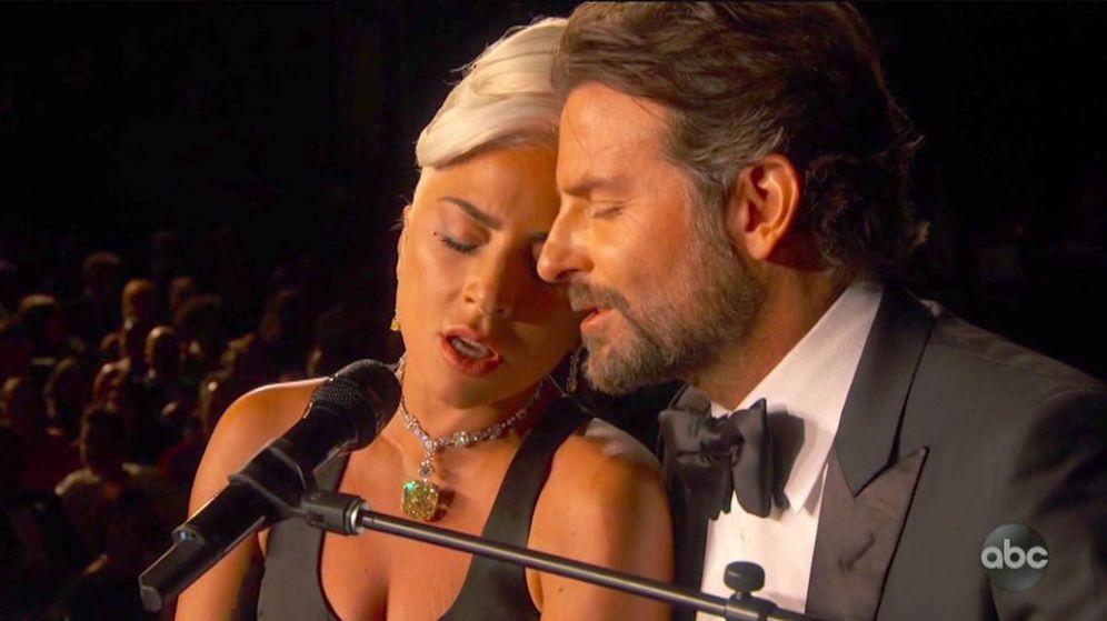 Foto: Lady Gaga y Bradley Cooper durante la actuación. (ABC tv)