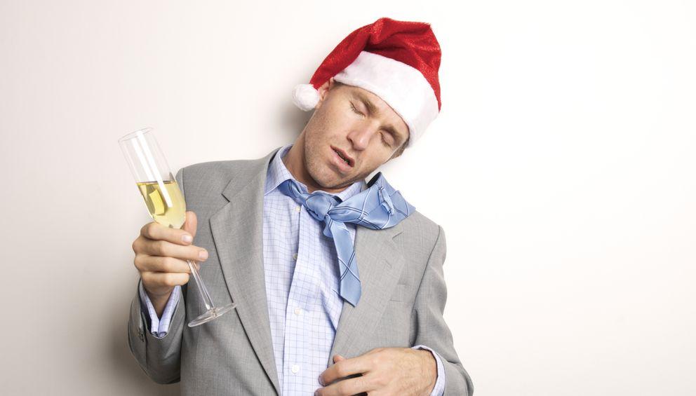 Foto: Regla número 1: no bebas demasiado en la cena de Navidad. (iStock)