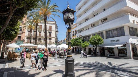 El primer reloj farola que se instaló en España en 1853 vuelve a dar la hora