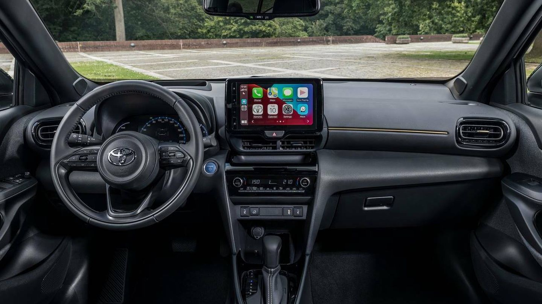 El sistema Multimedia Toyota Connect es nuevo e incluye Apple CarPlay y Android Auto inalámbricos.