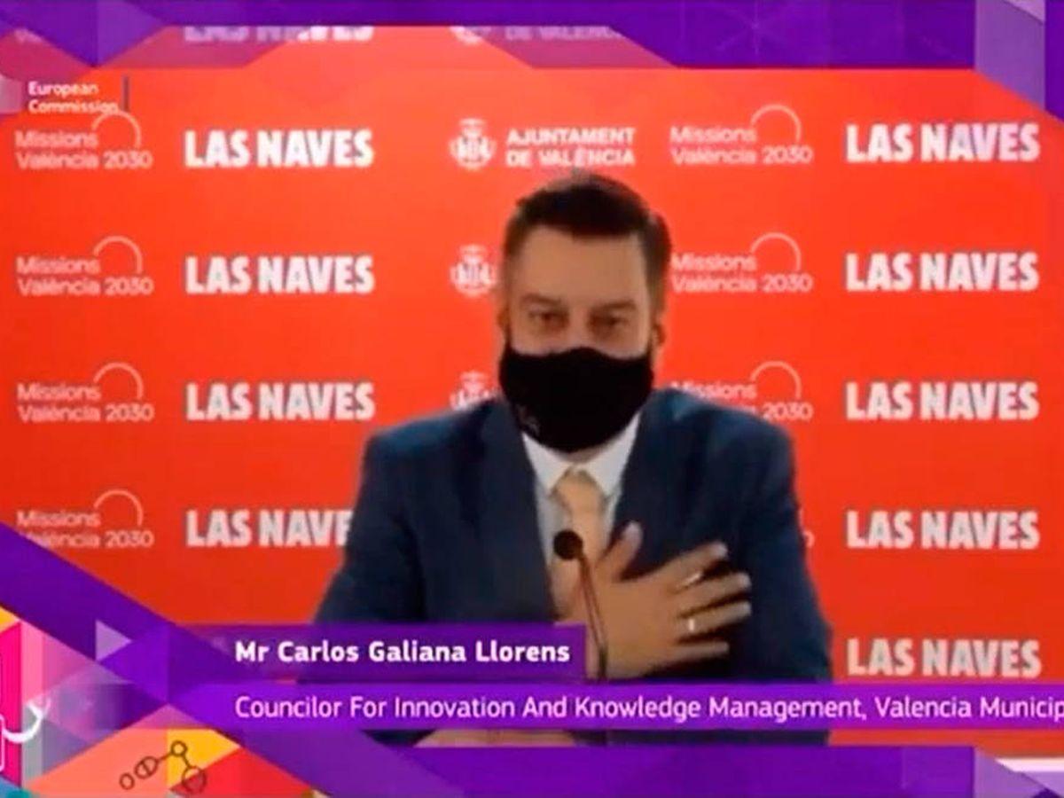 Foto: Carlos Galiana gesticuló acompañando el discurso en inglés que sonaba en 'playback' (YouTube)