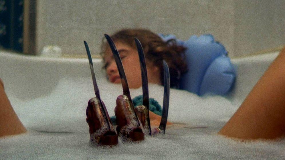 Foto: En 'Pesadilla en Elm Street' (1984), Nancy sueña con Freddy Krueger.