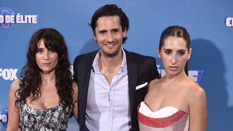 María Botto y sus dos hermanos, en el estreno de 'Cuerpo de élite'. (EFE)