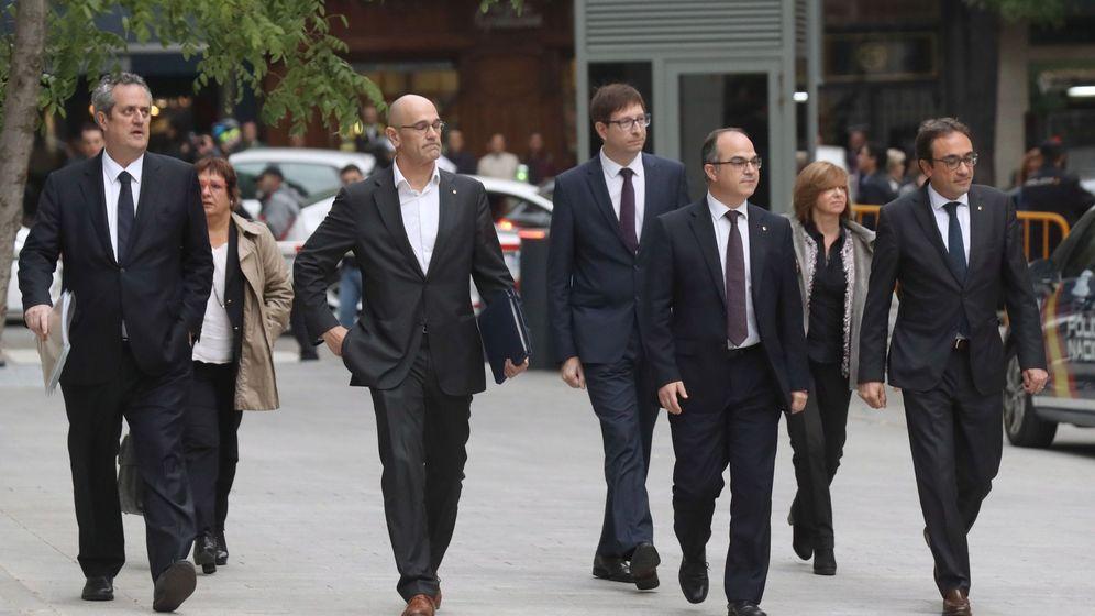 Foto: Los exconsejeros de la Generalitat de Cataluña a su llegada a la Audiencia Nacional. (EFE)