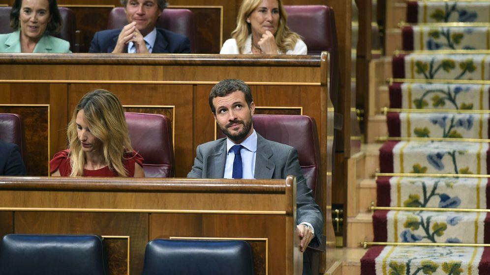 Foto: Pablo Casado y Cayetana Álvarez de Toledo en el Congreso. (EFE)