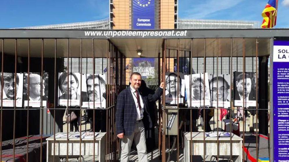 Foto: Demesmaeker en la prisión montada en Bruselas para protestar por los presos políticos. (Foto M.Demesmaeker)