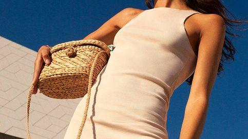 Entendemos perfectamente que este vestido de punto de Pull and Bear arrase en ventas