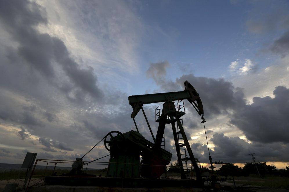 Foto: Una explotación petrolífera de la compañía estatal cubana CUPET, cerca de la costa en la provincia de Mayabeque, en octubre de 2015. (Reuters)