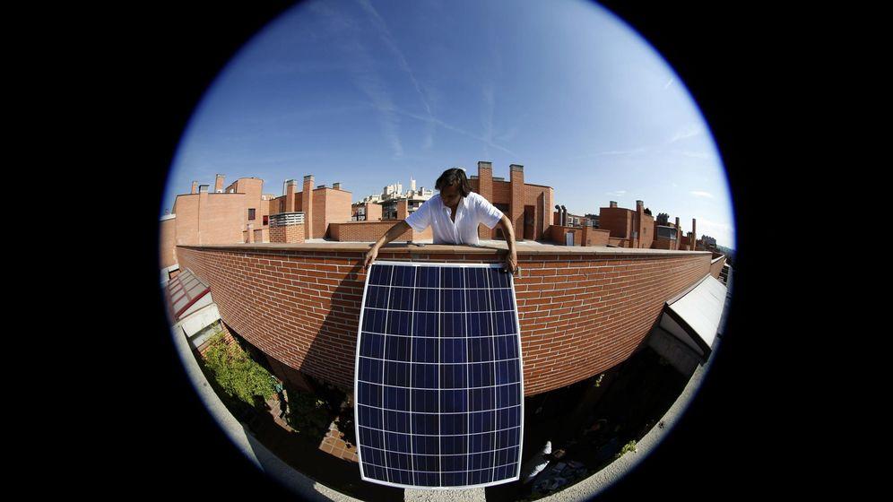 Foto: Un panel solar en una azotea de Madrid (Reuters)