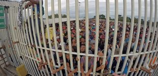 Post de Porras, gases y escudos: México frena así la caravana de hondureños