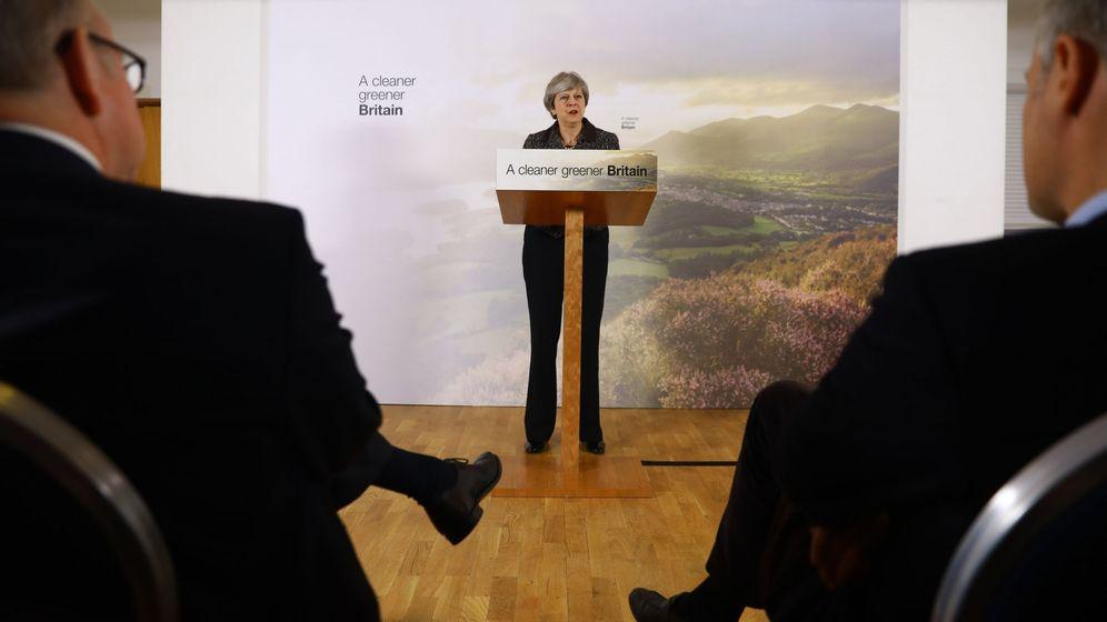 Foto: La primera ministra Theresa May ofrece un discurso en el centro London Wetland en Barnes, sureste de Londres. (EFE)