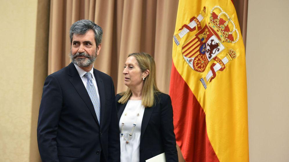 Foto: El presidente del Tribunal Supremo, Carlos Lesmes (i), en el Congeso. (EFE)