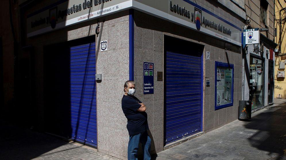 Foto: Administración de lotería cerrada durante el estado de alarma. (EFE)