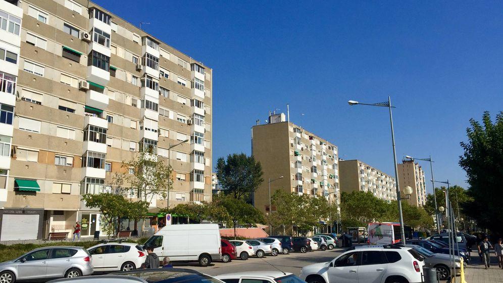Foto: La avenida de Burgos, una de las arterias principales de la localidad barcelonesa de Badia del Vallès, este 29 de septiembre. (J. R.)
