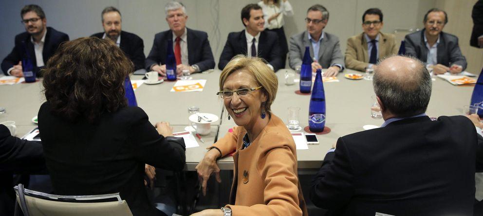 Foto: Rosa Díez, en la última reunión que mantuvo con Albert Rivera en Madrid. (Efe)