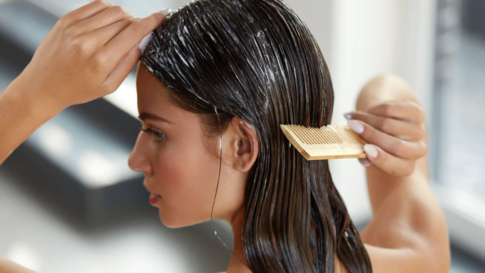 Foto: Lo puedes usar como acondicionador, mascarilla o bálsamo de peinar. (IStock)