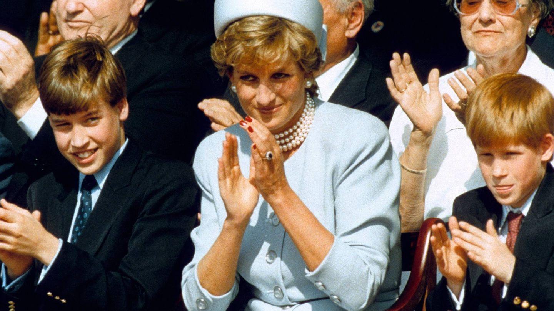 La princesa Diana, con Guillermo y Harry. (Cordon Press)