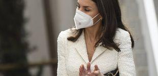 Post de Bolso de Nina Ricci de 1.000€ y manolos: el look de la reina Letizia en Cáceres