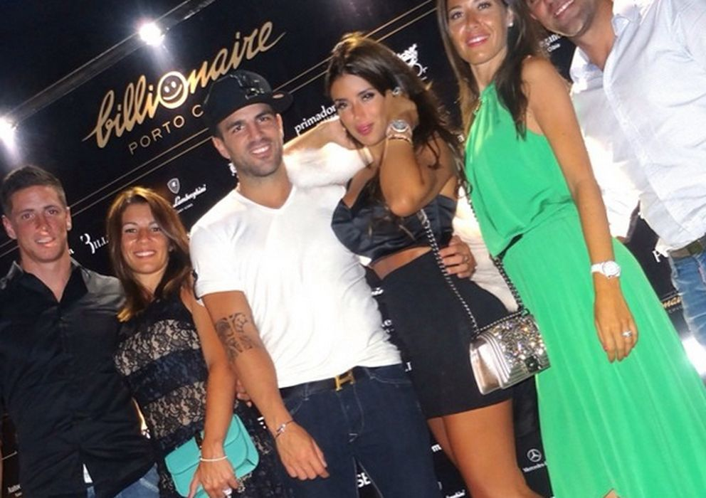 Foto: Fernando Torres y su mujer Olalla, Cesc Fábregas y Daniella Semaan y Xavi Hernández junto a su esposa, Núria Cunillera (Instagram)