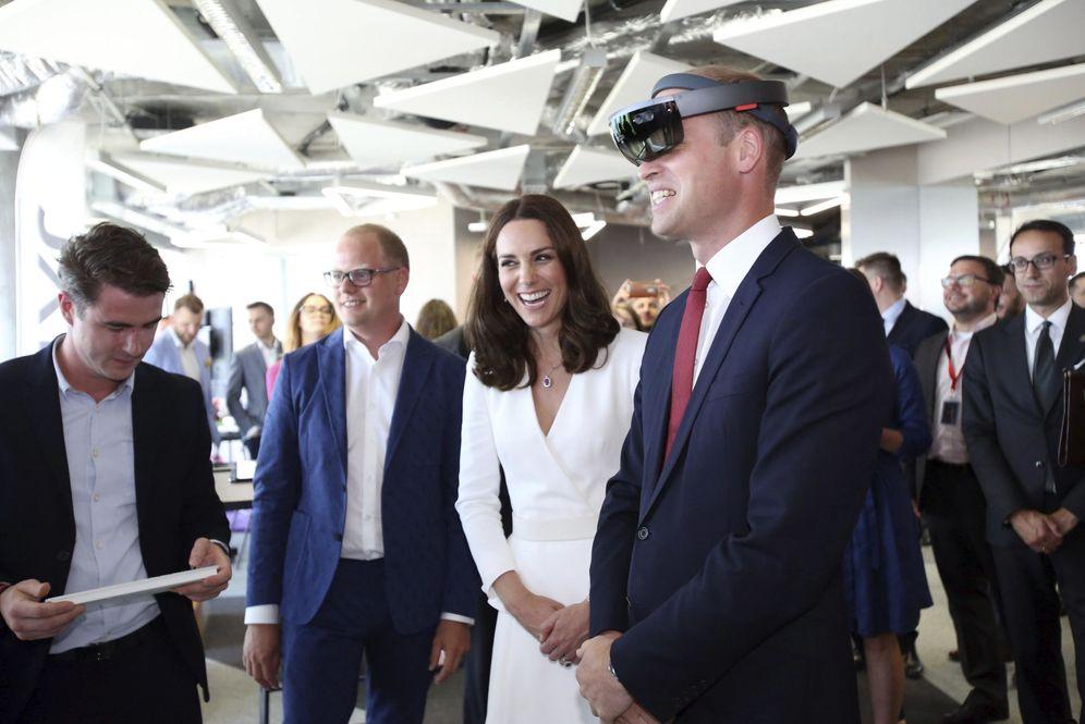 Foto: Los duques de Cambridge durante una visita a una incubadora de startup en Polonia. (Leszek Szymanski / Efe)