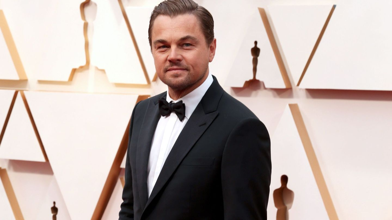 Leonardo DiCaprio posa en la 92 edición de los Oscar con un esmoquin de Armani. (EFE)