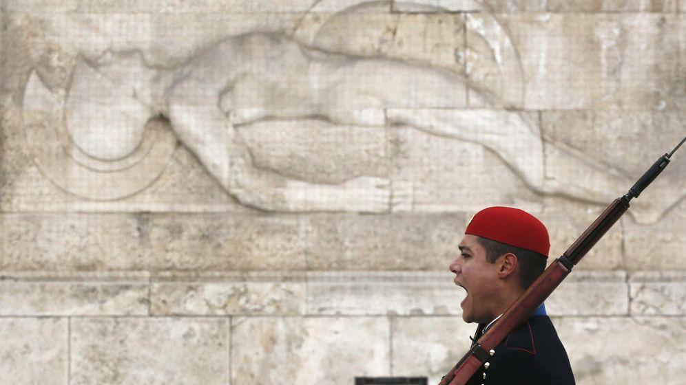Foto: Un miembro de la Guardia Presidencial griega (Reuters)