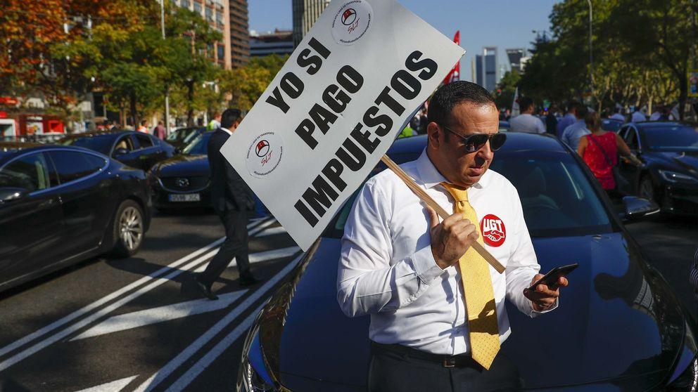 El taxi ultima una demanda contra Uber y Cabify por cesión ilegal de conductores